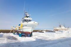 Skeppet förtöjas på porten av Hokkaido, Japan i vinter Arkivfoton