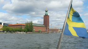 skeppet med svensk sjunker att lämna från den gamla staden, stockholm, Sverige lager videofilmer