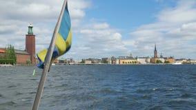 skeppet med svensk sjunker att lämna från den gamla staden, stockholm, Sverige arkivfilmer