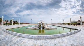Skeppet: monumental springbrunn, Pescara, Abruzzo, Italien Arkivbild