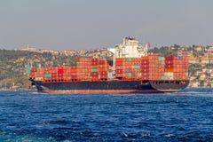 Skeppet seglar Bosphorus Fotografering för Bildbyråer