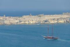 Skeppet seglar in mot landet Fotografering för Bildbyråer
