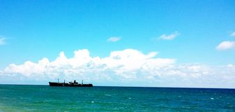 Skepphaveri Evangelia nära den Costinesti stranden royaltyfria bilder