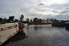 Skepphaverier i hamnen Arkivbild