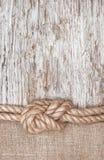 Skepprep-, säckväv- och träbakgrund Arkivfoto