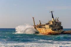 Skeppsbrott i havet med Cypern Royaltyfri Foto