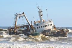 Skeppsbrott längs den skelett- kusten Arkivfoton