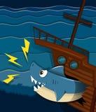 Skeppsbrott och hajen anfaller undervattens- Arkivfoton