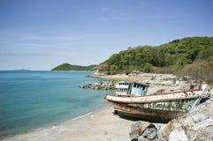 Skeppsbrott på ön Royaltyfri Bild