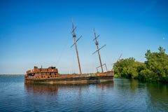 Skeppsbrott på havet royaltyfria bilder