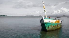 Skeppsbrott på havet Arkivbilder