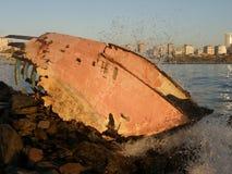 Skeppsbrott på kusten Royaltyfri Foto