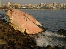 Skeppsbrott på kusten Arkivfoto