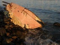 Skeppsbrott på kusten Arkivfoton