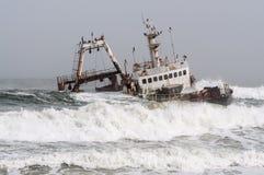 Skeppsbrott på skelett seglar utmed kusten, Namibia Royaltyfria Bilder