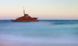 Skeppsbrott på strand Royaltyfri Foto