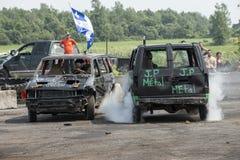 Skeppsbruten bil och lastbil i handling Royaltyfria Bilder