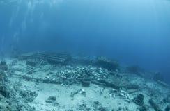 Skeppsbrutna remains av lasten av ett skeppsbrott. arkivbilder