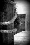 Skeppsdocka och rep Arkivfoto