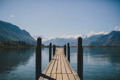 Skeppsdocka på en schweizisk sjö Royaltyfria Bilder