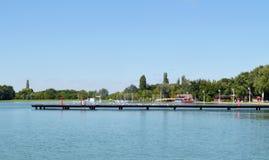 Skeppsdocka på sjön Arkivfoton