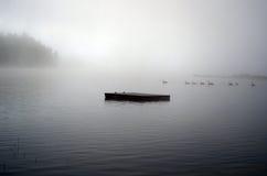 Skeppsdockan försvinner in i dimman Royaltyfria Foton