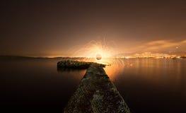 Skeppsdockastarter som bränner Fotografering för Bildbyråer