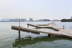 Skeppsdockastrandpromenad runt om sjösidan arkivfoto