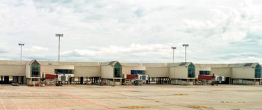 Skeppsdockor för flygplatsterminal Royaltyfria Bilder