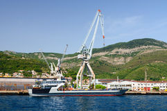 Skeppsvarv i Bijela i fjärd av Kotor, Montenegro royaltyfri bild