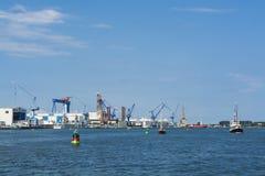Skeppsvarvar och port Warnemunde Rostock Royaltyfri Foto