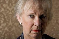 Skeptische ältere Frau Lizenzfreies Stockbild