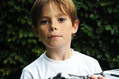 Skeptischer Junge Stockfoto