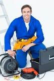 Säker elektriker med hjälpmedel Royaltyfri Bild