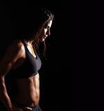Säker konditionkvinna, i att bekläda för sportar Arkivbild