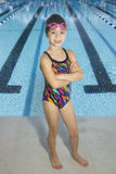 Säker ung simmare som är klar att konkurrera Royaltyfri Foto