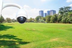 säkerhetskameran i stad parkerar Royaltyfria Foton