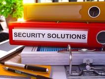 Säkerhetslösningar på röd kontorsmapp tonad bild 3d Royaltyfri Fotografi