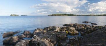 Skerries della Ladoga del lago. Panorama Fotografia Stock Libera da Diritti