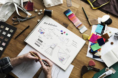 Sketch Drawing Costume för modeformgivare begrepp Arkivbilder