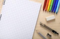Sketchbook och färger för skola Arkivfoton