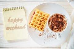 Sketchpad och en kopp av varm kakao Royaltyfri Fotografi