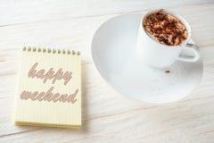 Sketchpad och en kopp av varm kakao Arkivfoto
