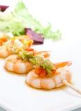 Skewer do camarão com pimentas imagens de stock royalty free