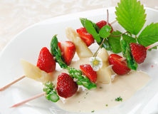 Skewers with asparagus and strawberry Stock Photography