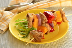 Skewers of chicken with vegetables Royalty Free Stock Photos