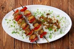 Skewers da galinha com arroz Imagens de Stock Royalty Free