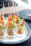 Skewers satay da galinha seridos em um vidro Foto de Stock Royalty Free