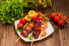 Skewers of smoked salmon on  with prawns and vegetables Stock Photography