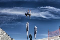 Skiër in actie Royalty-vrije Stock Foto's